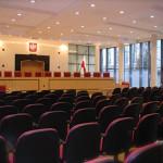 Spór o Trybunał Konstytucyjny niszczy zaufanie do klasy politycznej