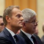 Sondaż: PiS boi się powrotu Tuska i szuka na niego haków